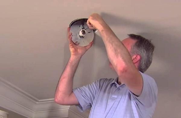 hướng dẫn thay thế đèn âm trần