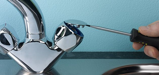 gỡ nắp vặn vòi nước