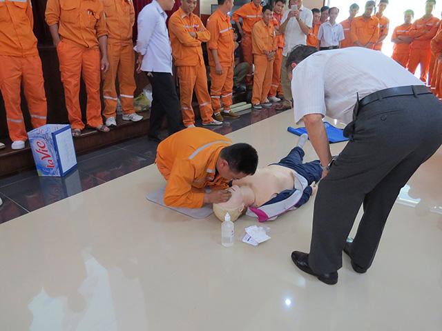 Hô hấp nhân tạo là cách để cứu sống nạn nhân