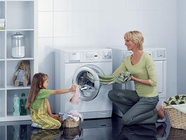 Đặt máy giặt ở nơi ít tiếp xúc với các tác nhân bên ngoài