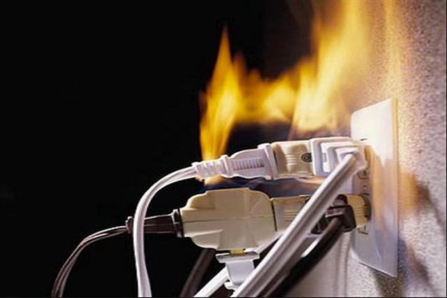 Có nhiều nguyên nhân gây giật điện