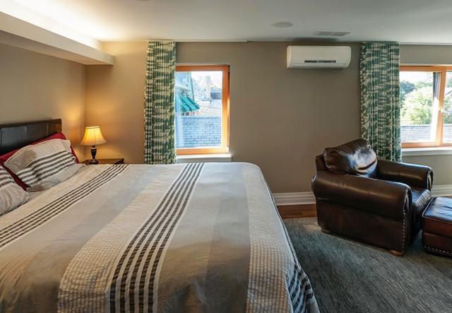Đồ đạc trong phòng cần sắp xếp hợp lý để khí lạnh lan tỏa tốt hơn