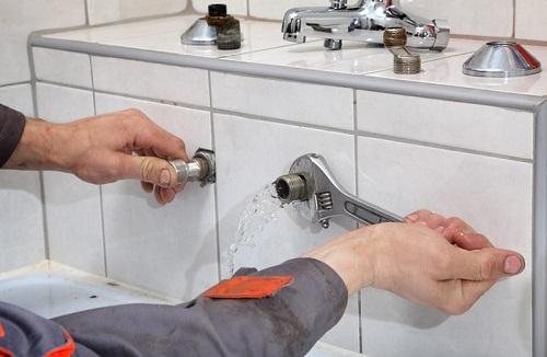 thay vòi nước